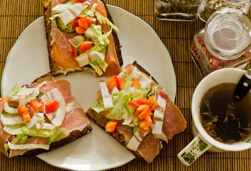 Download Breakfast kanapki herbata obraz stock. Obraz złożonej z herbata - 23306065