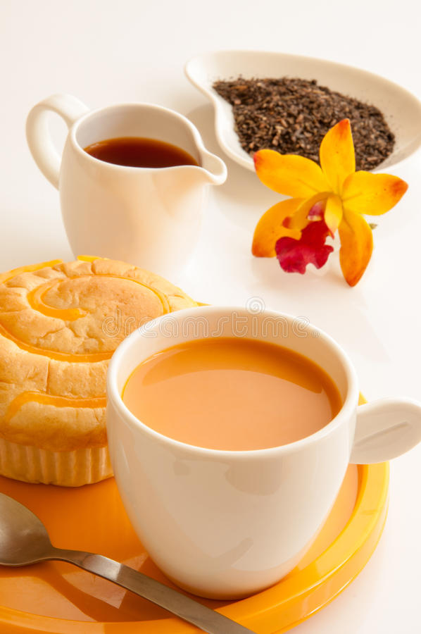 Breakfast wth bread and cup of milk tea. royalty free stock photos