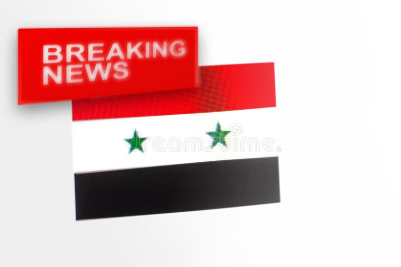 Breaking news-, Syrien lands flagga och inskriftnyheterna royaltyfri bild