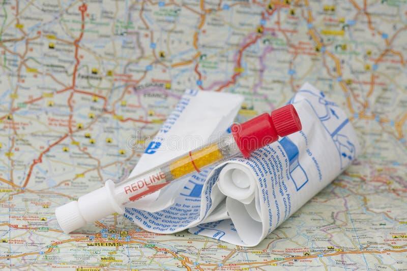Breathalyzer na Francuskiej mapie zdjęcia stock