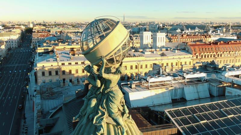 Breathtaking rzeźba na dachu zakończenia round anteny ruchu zdjęcie royalty free