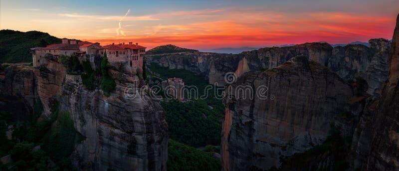 Breathtaking widok od Meteoru, Varlaam monaster przy zmierzchem, Grecja zdjęcie stock