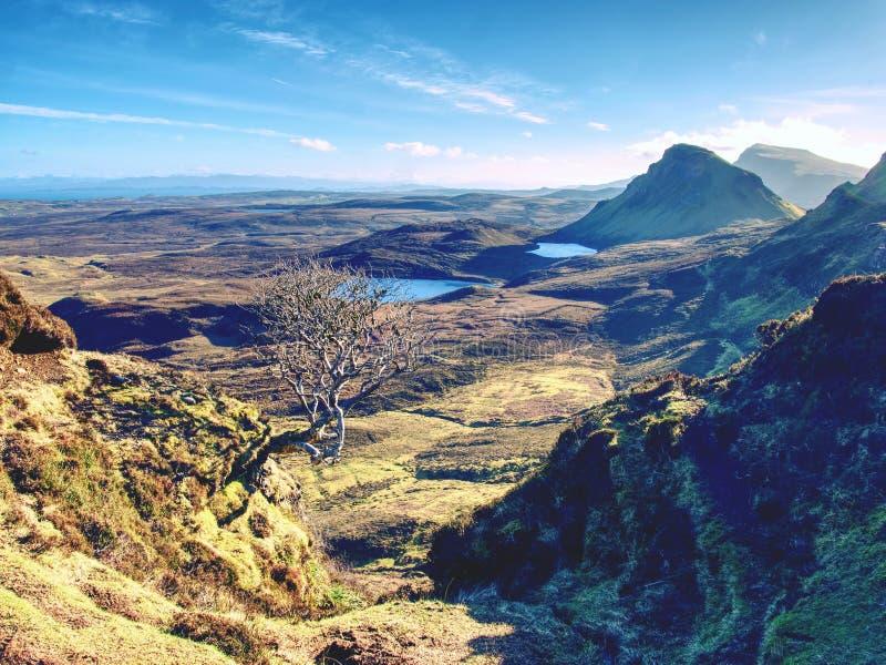 Breathtaking widok od Quiraing gór w vallley Pogodny zimy midday Wyspa Skye, Scottland zdjęcie royalty free