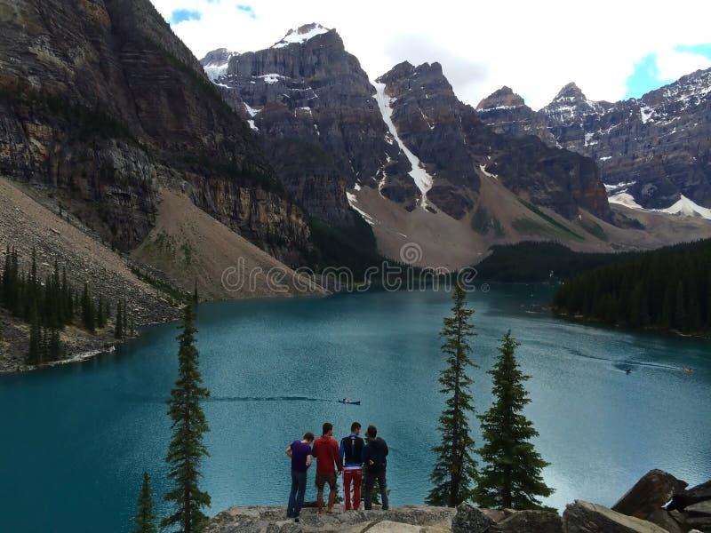Breathtaking widoki Morena jezioro, Kanada zdjęcia royalty free