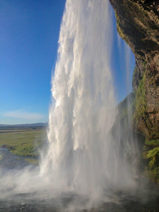 Breathtakingly härlig vattenfall Seljalandsfoss i solig sommardag Södra Island, Europa royaltyfri fotografi
