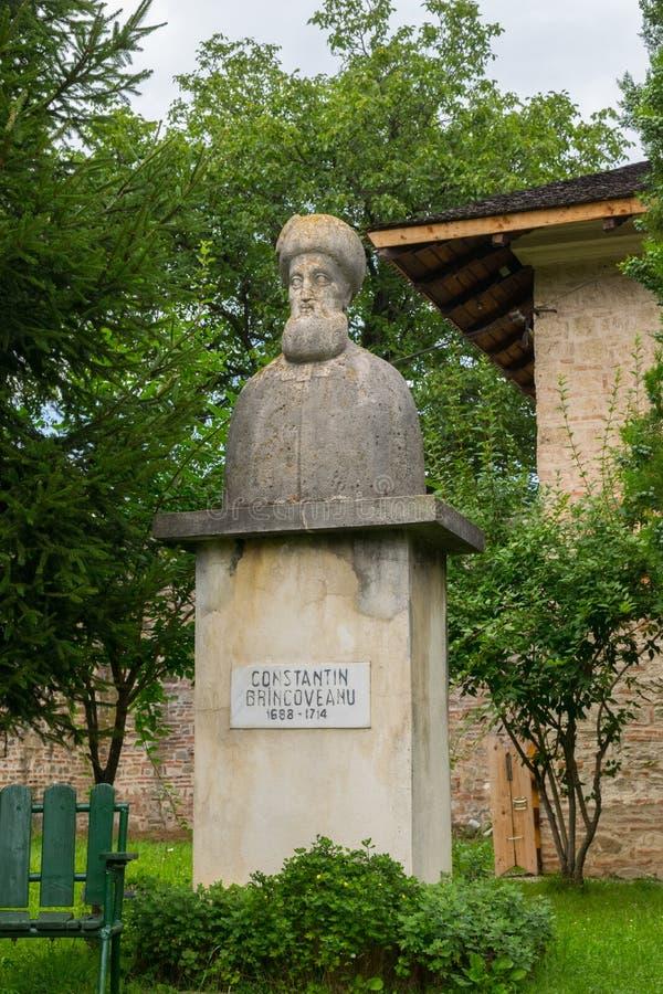 Brebu, Prahova, Ρουμανία - 04 Αυγούστου 2019: Κωνσταντίνος Μπρινκοβεάνου προτομή στο Βασιλικό Δικαστήριο του Μοναστηριού Μπρεμπού στοκ φωτογραφίες με δικαίωμα ελεύθερης χρήσης