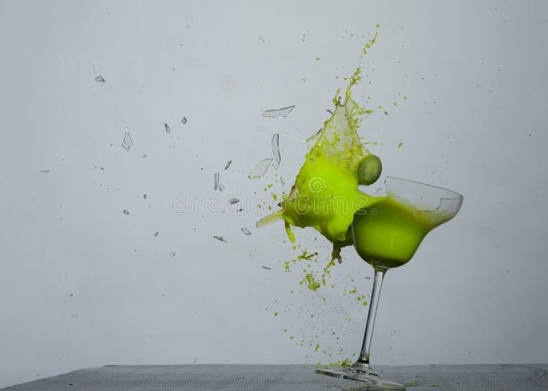 Brechen des grünen Glases lizenzfreies stockfoto