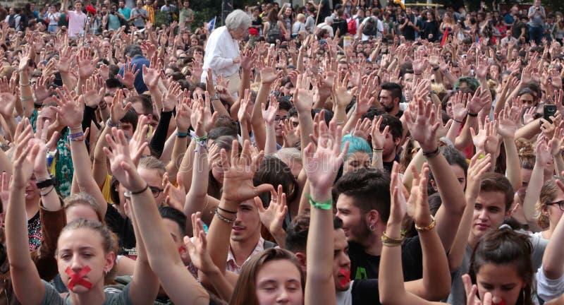 Bred Barcelona studentdemonstration royaltyfria bilder