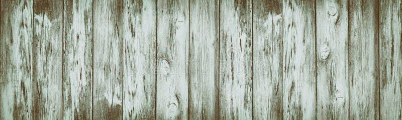Bred lantlig tappningbakgrund av sjaskiga åldriga träplankor royaltyfria foton