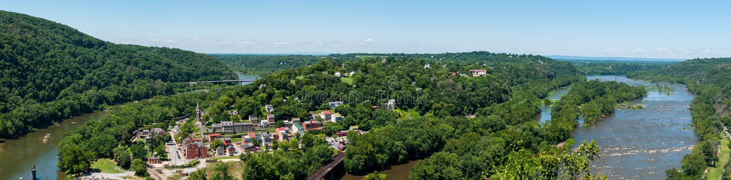 Bred panorama som förbiser Harpersfärjan, West Virginia från Maryland höjder, förbiser royaltyfria bilder