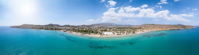 Bred panoramautsikt över sydkusten av Aten, Grekland royaltyfri fotografi