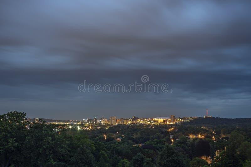Bred sikt av Syracuse i stadens centrum horisont arkivfoton