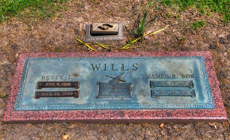 Bred skjuten gravsten f?r allvarlig mark?r av Wester gungamusik Bob Wills i Tulsa Oklahoma royaltyfri fotografi