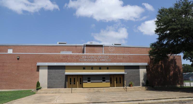 Bred vinkel Millington för central högstadium av idrottshallen arkivbild