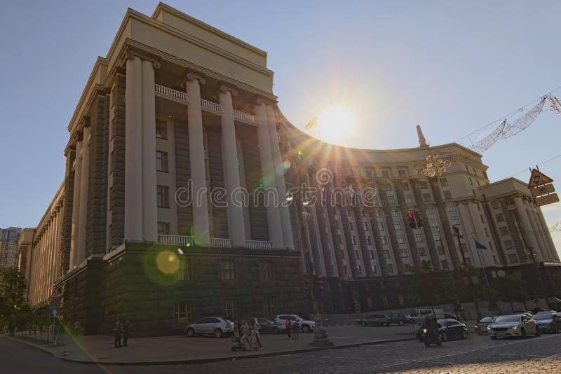 Bred vinkellandskapsikt av byggande av kabinettet av ministrar av Ukraina fotografering för bildbyråer