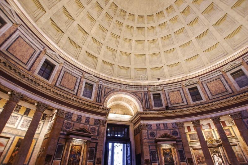 Bred vinkelsikt av panteon royaltyfri fotografi