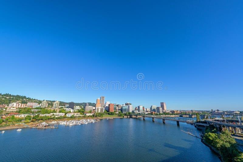 Bred vinkelsikt av Portland, Oregon arkivbild