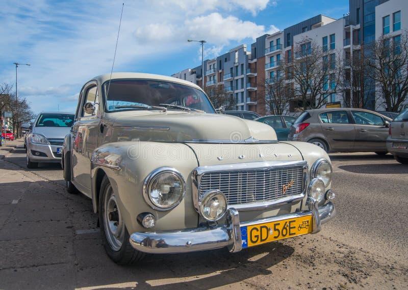 Bred vinkelsikt för framdel av tappning Volvo B16 i grå färger fotografering för bildbyråer