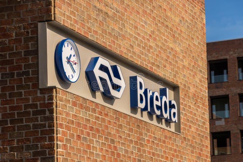 Breda holandie - Wrzesień 29, 2018: Breda centrali stacji znaka towarowego logo Nederlandse spoorwegen NS fotografia royalty free