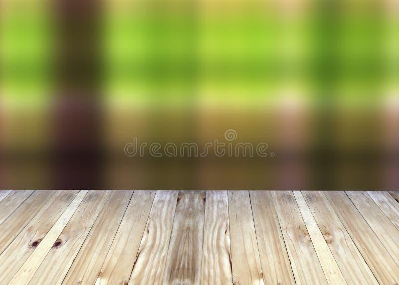 Breda plankor och grön suddighetsbakgrund royaltyfri fotografi