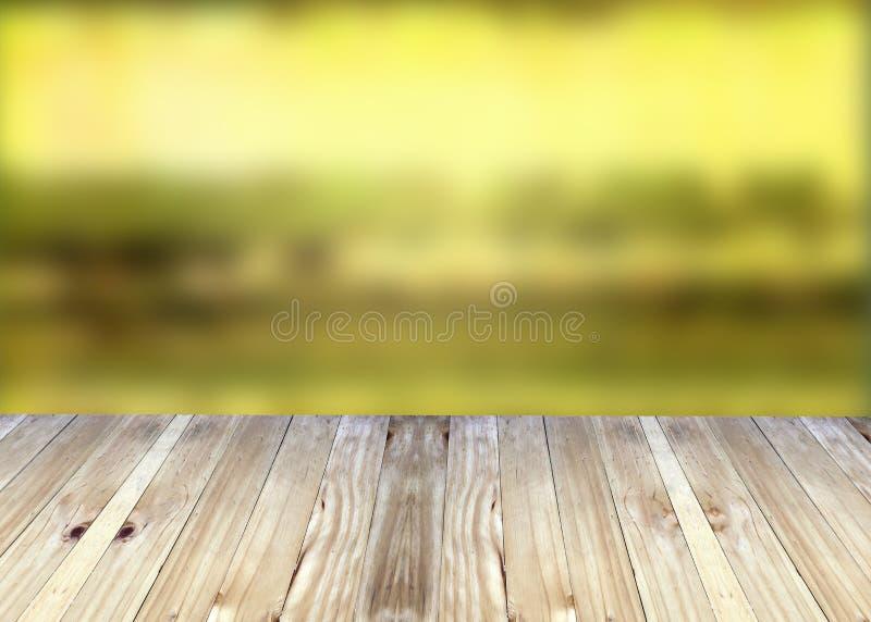Breda plankor och gul suddighetsbakgrund royaltyfria foton
