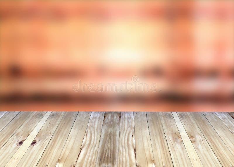 Breda plankor och röd suddighetsbakgrund arkivfoto