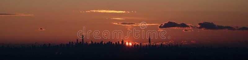 Brede horizon, uit het stadscentrum die NYC, de Stad van New York, zonsopgang erachter, van NJ Jersey wordt gezien stock afbeeldingen