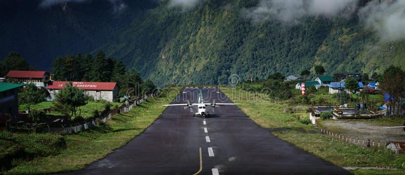 """Brede Landschapsmening van Vliegtuigen die op Tenzing†""""Hillary Air landen royalty-vrije stock fotografie"""