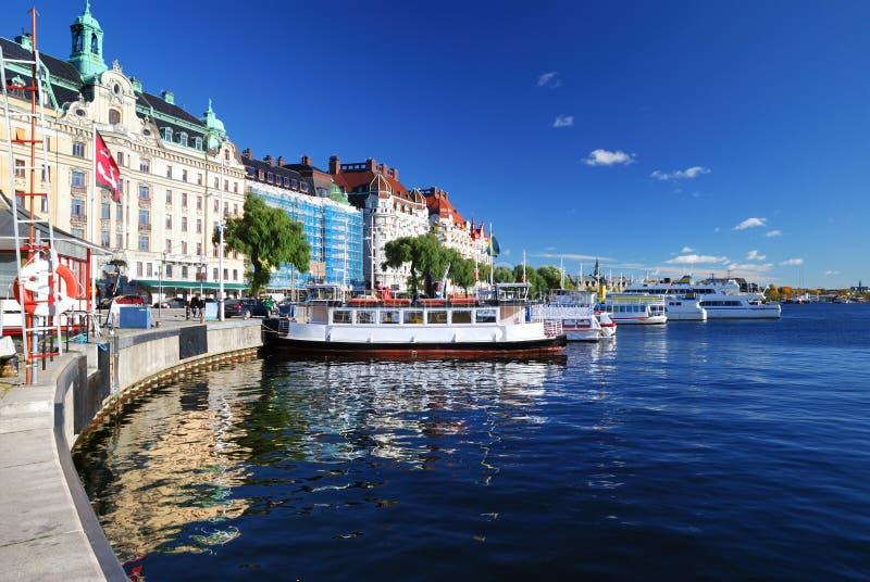Brede mening over het havendeel van de stad van Stockholm stock fotografie