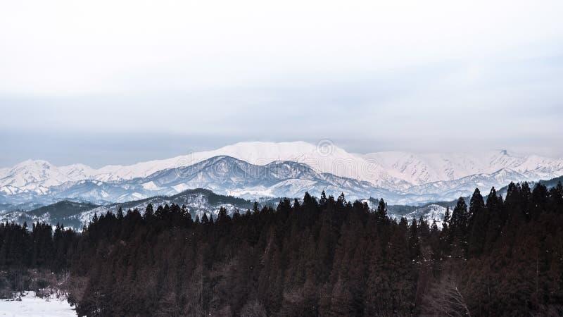 Breed landschap van bergketen in Fukushima, Tohoku, Japan binnen royalty-vrije stock foto's