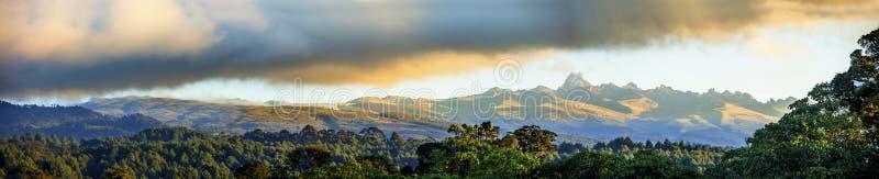 Breed panorama van MT Kenia royalty-vrije stock foto's
