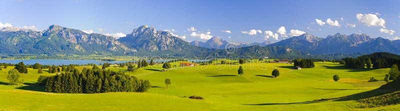 Breed panoramalandschap in Beieren stock afbeeldingen