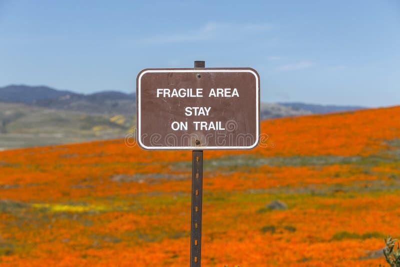 Breekbaar Gebiedsteken met Poppy Meadow stock afbeelding