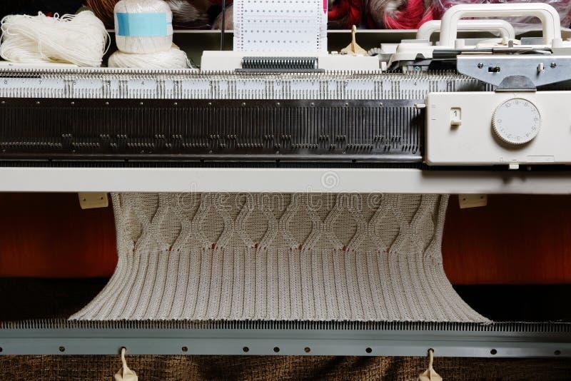 Breiende machine stock afbeeldingen