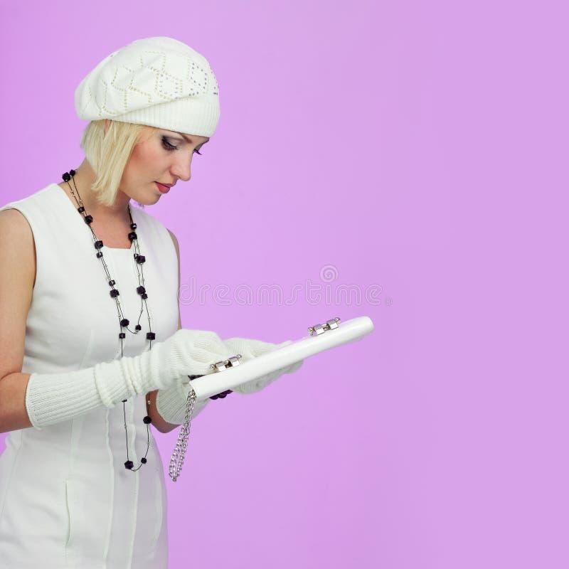 breigoed Jonge vrouw die de winter GLB draagt royalty-vrije stock foto's