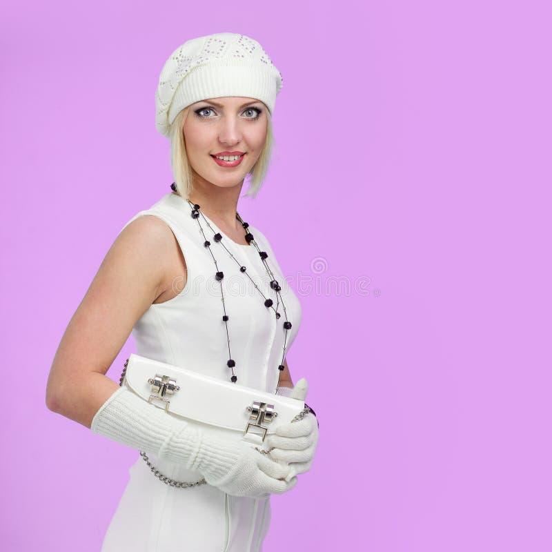 breigoed Jonge vrouw die de winter GLB draagt royalty-vrije stock foto
