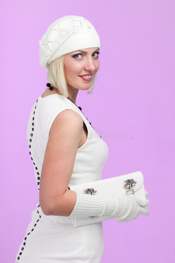 breigoed Jonge vrouw die de winter GLB draagt stock foto's
