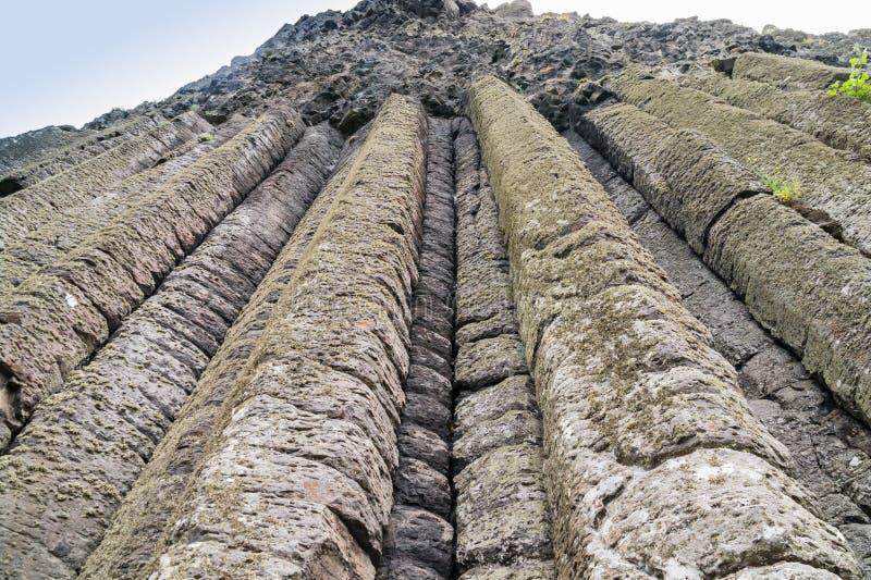 Breite Ansicht der Orgelpfeifen an der Damm des Riesen, Nordirland lizenzfreies stockbild
