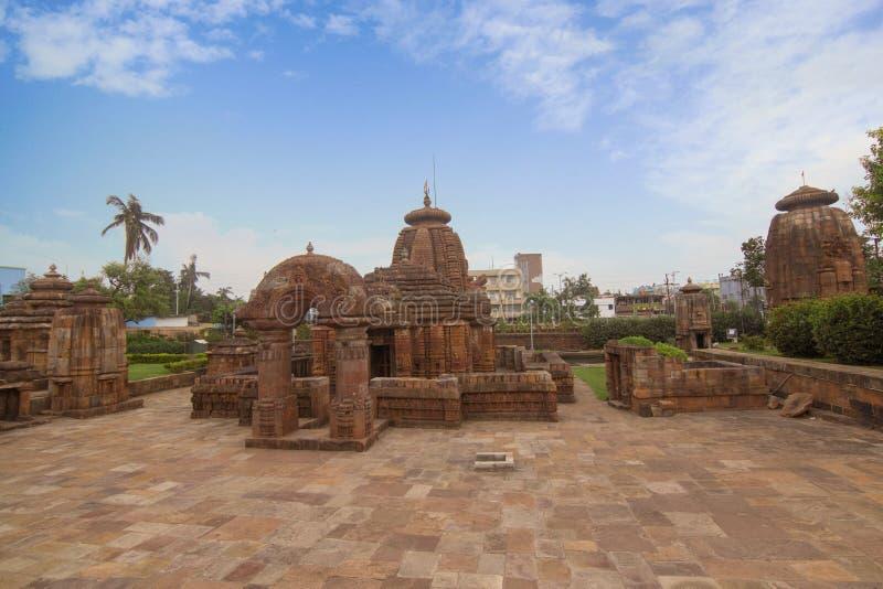 Breite Ansicht von Mukteshvara-Tempel mit blauem Himmel hindische Tempel der des 10. Jahrhunderts, der Shiva eingeweiht wurde, fa stockfotografie