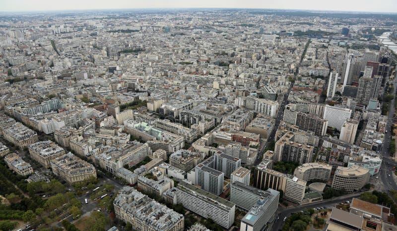 Breite Ansicht von Paris in Frankreich vom Eiffelturm lizenzfreie stockfotos