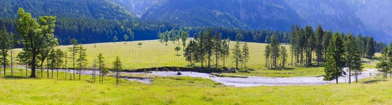 Breite Panoramalandschaft in Österreich lizenzfreies stockbild