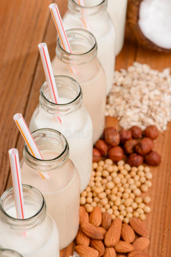 Breite Zusammenstellung von Milch des strengen Vegetariers stockfotografie