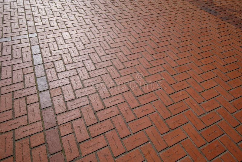 Breiten Sie rote Backsteine mit Stichnamen am Pioniergericht-Quadrat in Portland aus lizenzfreie stockbilder