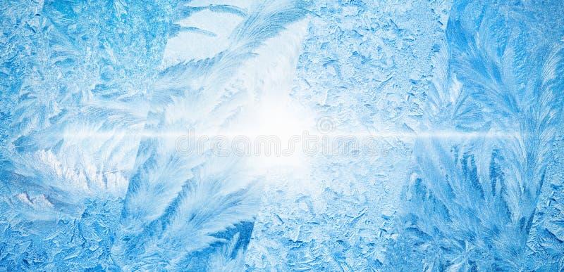 Breiter blauer Winterhintergrund, Collage von gefrorenen eisigen Fenstern stockbilder