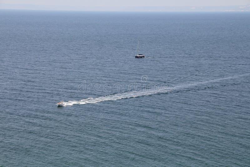 Breites blaues Meer stockfotografie
