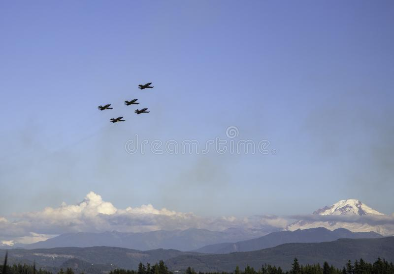 ABBOTSFORD, BC - AUGUST 7 2015 - Breitling Jet Team flying at airshow with Mount Baker in the background. Breitling Jet Team flying at airshow with Mount Baker stock images