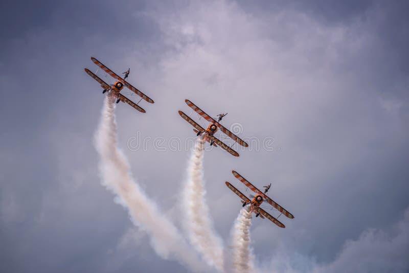 Breitling Wingwalkers -仅世界形成Wingwalking队 基于在英国, 免版税库存图片