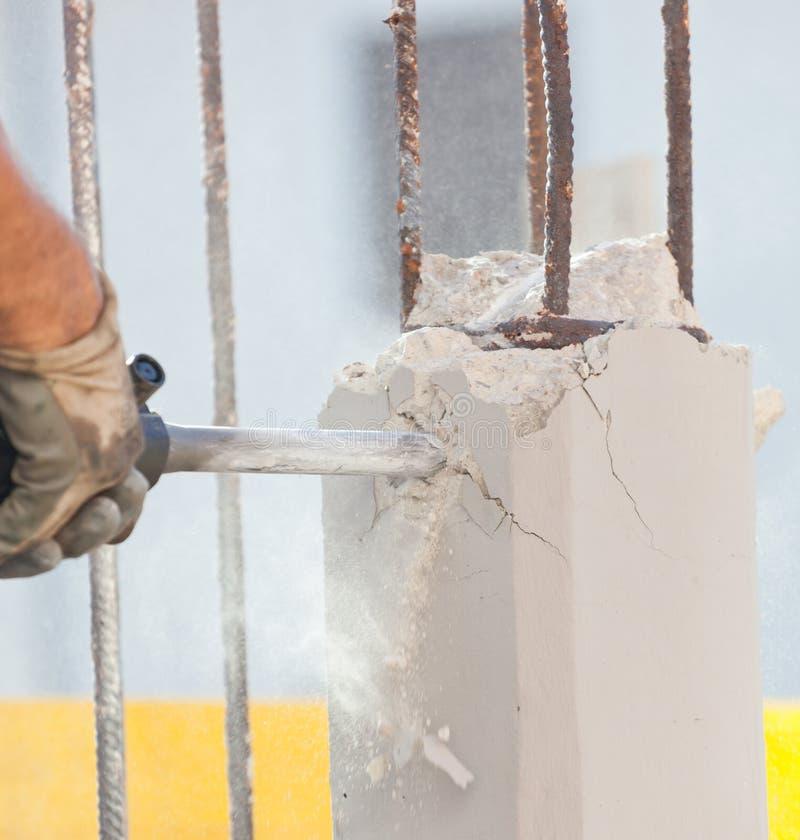 Brekend gewapend beton met jackhammer royalty-vrije stock fotografie