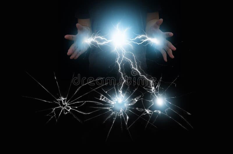 Brekend glas door elektrische huidige macht royalty-vrije stock afbeeldingen