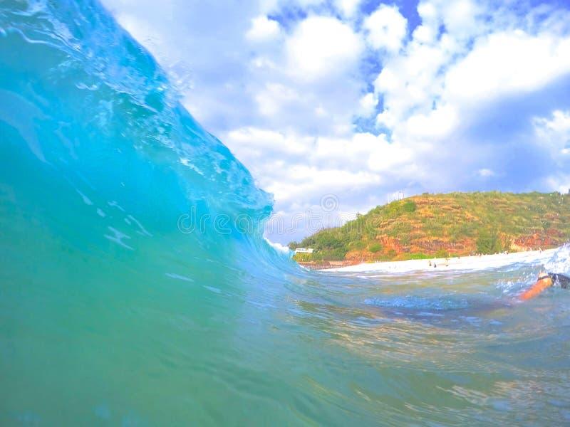 Brekende Golf in Hawaï stock foto's